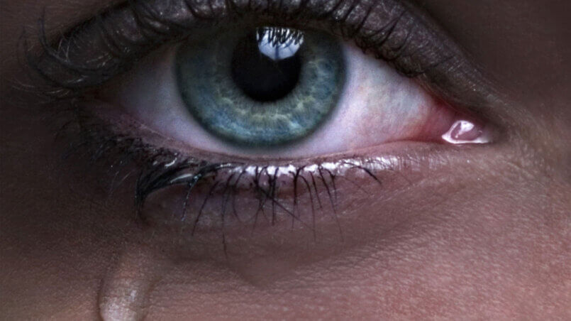 Почему глаза слезятся?